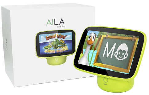 aila-sit-play-with-box